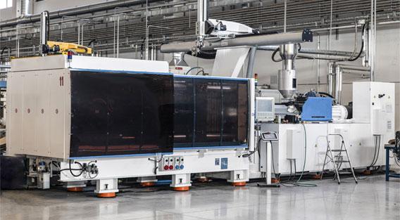 Le macchine e attrezzature nell'officina stampaggio